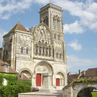 basilique vezelay location yourte